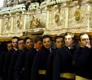 bärande biskopsstol för brödraskap arkivbilder