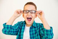 Bärande exponeringsglas för unge royaltyfri foto