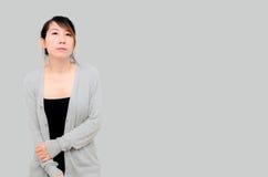 Bärande grå färger för kinesisk asiatisk kvinnamodell Fotografering för Bildbyråer