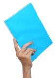 bärande hand för blå bok Royaltyfria Foton