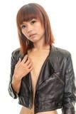 Bärande läderomslag för topless ung asiatisk kvinna Arkivbilder