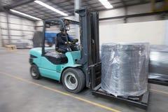 Bärande last för gaffeltruck Royaltyfria Foton