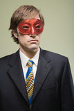 Bärande maskering för kontorsarbetare royaltyfria bilder