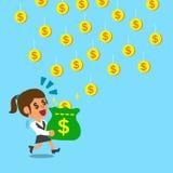 Bärande pengarpåse för affärskvinna som fångar fallande mynt Arkivfoto