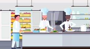Bärande platta för kockkock med målingredienser att blanda lopparbetare som lagar mat för kulinariskt den moderna reklamfilmen te royaltyfri illustrationer