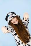 Bärande pyjamastecknad film för kvinna som ner pekar Fotografering för Bildbyråer