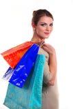 Bärande shoppingpåsar för nätt ung kvinna Arkivbilder