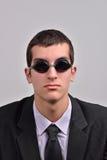 Bärande skyddsglasögon för affärsman för vatten som tänker på va arkivfoton