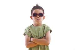 Bärande skyddsglasögon för tuff pojke. Arkivbilder