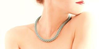 Bärande smycken för kvinna Royaltyfria Foton