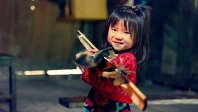 Bärande vedträ för vietnamesisk flicka i Sa-PA-dalen Arkivfoto