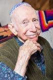 Bärande Yarmulke för äldre gentleman Fotografering för Bildbyråer