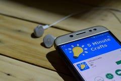 Bärare-applikation för 5 minimal hantverk på den Smartphone skärmen Royaltyfria Foton