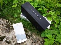 Bärbar Bluetooth musikhögtalare royaltyfri foto