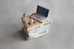 Bärbar dator överst av askar Royaltyfria Bilder