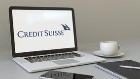 Bärbar dator med Credit Suisse grupplogo på skärmen Tolkning för ledare 3D för modern arbetsplats begreppsmässig Royaltyfri Foto