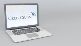 Bärbar dator med Credit Suisse grupplogo Tolkning för ledare 3D för datateknik begreppsmässig Arkivbilder