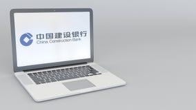 Bärbar dator med den China Construction Bank logoen Tolkning för ledare 3D för datateknik begreppsmässig Royaltyfria Foton