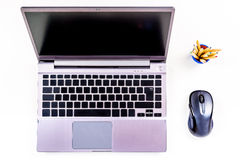Bärbar dator med det tomma tangentbordet, ordningsorientering royaltyfri bild