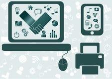 Bärbar dator med massmediasymboler Arkivfoton