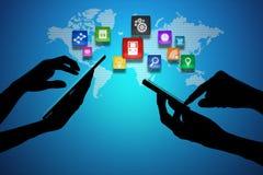 Bärbar dator och Smart telefon runt om världsjordklotet Stock Illustrationer