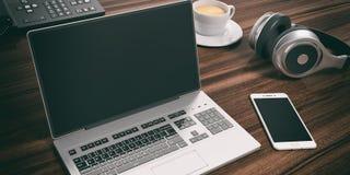 Bärbar dator på ett kontorsskrivbord illustration 3d royaltyfri illustrationer