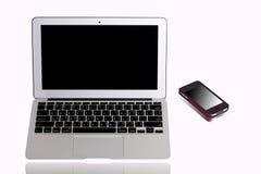 Bärbar datordator och mobiltelefon Arkivbild