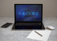 Bärbar datordator under en hacker attack Royaltyfri Bild