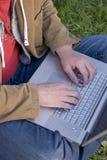 bärbar datorman Arkivbild