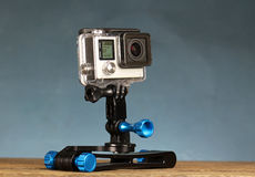 Bärbar handlingvideokamera för hjälm på den Selfie pinnen Arkivbild