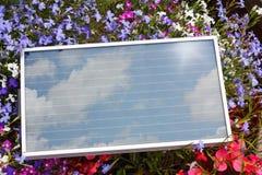 Bärbar Photovoltaic sol- panel Arkivfoto