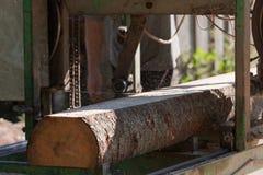 Bärbar sawmill royaltyfri bild
