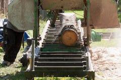 Bärbar sawmill royaltyfria foton