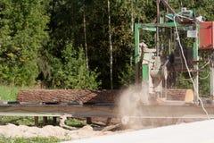 Bärbar sawmill royaltyfri fotografi