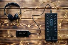 Bärbar uppsättning för dj-musikblandare Arkivbilder