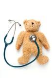Bärnpuppe und -stethoskop Lizenzfreie Stockbilder