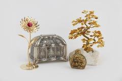 Bärnstensfärgat träd och kassett, doft och guld- blomma Arkivbilder