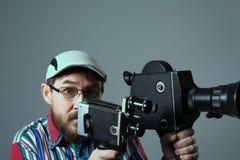 Bärtige alte Retro- Filmkamera des Mannes zwei Stockbilder