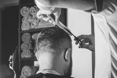 Bärtiger Mann im Friseursalon Lizenzfreies Stockbild