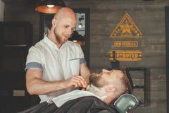 Bärtiger Mann im Friseursalon Lizenzfreies Stockfoto