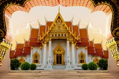 Bästa av turismmarmortemplet Wat Benchamabophit i Bangkok Thailand royaltyfria bilder
