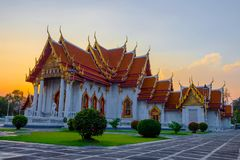 Bästa av turismmarmortemplet Wat Benchamabophit i Bangkok Thailand arkivbild