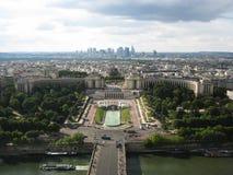 Bästa flyg- sikt av floden Seine, Champ de Mars och taken av Paris arkivbild