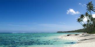 Bästa någonsin strandfoto för fijiansk ö Naturlig panorama Naturligt kristallklart vatten arkivfoto