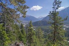 Bästa sikt av bergdalen. arkivfoto