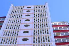 Bästa sikt av bostads- byggnader med balkonger Royaltyfri Fotografi