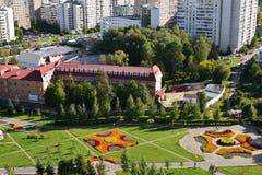 Bästa sikt av boulevard 16 i området Zelenograd i Moskva, Ryssland Arkivbilder