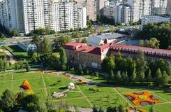 Bästa sikt av boulevard 16 i området Zelenograd i Moskva, Ryssland Royaltyfria Foton