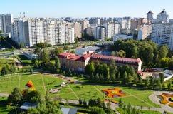 Bästa sikt av boulevard 16 i området Zelenograd i Moskva, Ryssland Royaltyfria Bilder