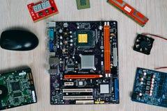 Bästa sikt av datordelar och apparater Arkivbild